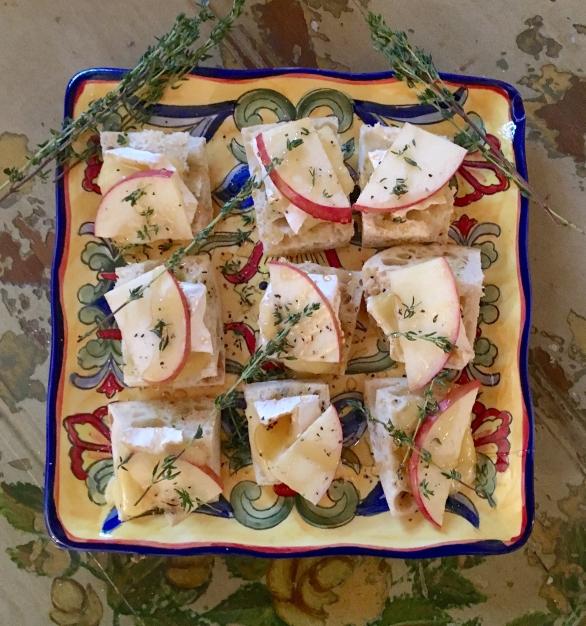 appetizer-apple-brie-thyme-crostini-ii