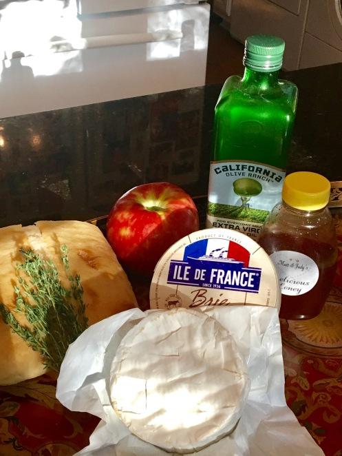 apple-brie-thyme-crostini